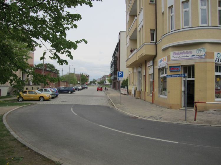 _01-Ohnesorgestraße_Blick-in-Straße