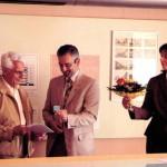 Walter Matznick und Bürgermeister Hans-Peter Moser (v.l.n.r.) bei der Übergabe des Stadtmodells am 26.6.2008