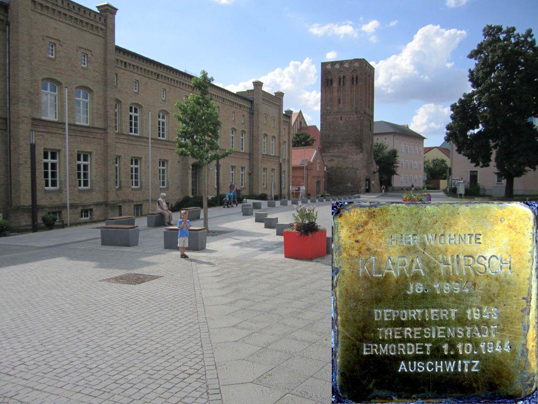 9. Stolperstein für Klara Hirsch, Am Steintor vor dem Durchgang zwischen der Stadtverwaltung und der Diesterweg-Grundschule. (Foto: Dr. M. Schulz, 25.07.2015)