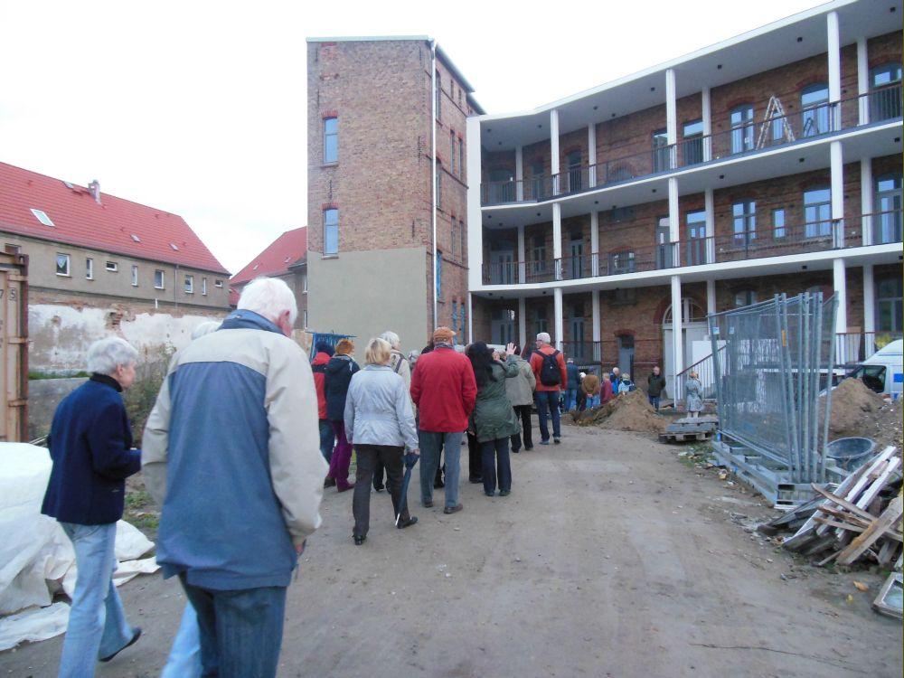 Viele nutzten die Möglichkeiten, sich die sanierten historischen Gebäude in der Schwedter Straße anzusehen.