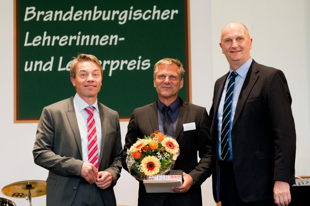 Günter Baaske (Bildungsminister), Jürgen Theil, Dietmar Woidke (Ministerpräsident (v. l. n. r., Bild: Bildungsministerium Brandenburg)